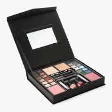 max more make up box