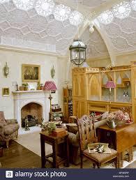 Kamin Im Wohnzimmer Mit Verzierten Stuckdecke Und