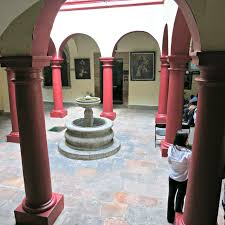 This created a colonnaded walkway around the perimeter of the courtyard, which influenced monastic structures centuries later. Interior Courtyard Spanish Style House Plans Best Home Style Inspiration