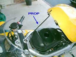 how to disable the ignition retard mechanism on the sv the front can now be lifted to gain access to the wiring there should be a metal rod under the rear seat to prop the tank up see picture 4