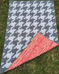Free Houndstooth Quilt Pattern - this would make a great, trendy ... & Free Houndstooth Quilt Pattern - this would make a great, trendy baby quilt Adamdwight.com