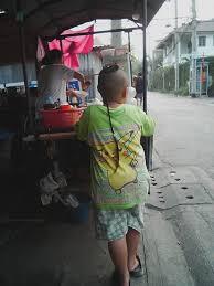 タイの子供のちょんまげのような髪型 ポーキーブログ