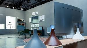 samsung tv 2017. 3 pieces of gravity stand are seating in the q style zone; various accessaries and features samsung tv 2017