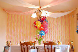 decorate with streamers