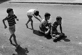 Immagini Di Bambini Che Giocano Simple Estate Con I Bambini A
