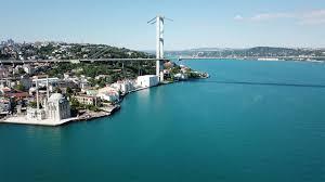 İstanbul Boğazı turkuaza döndü - Günün Haberleri