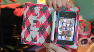 diy tutorial make an inexpensive duct tape case for your iphone ipod touch or other smart phone you