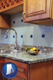 a granite countertop with rhode island icon