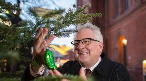 Was Macht Die Gurke Am Weihnachtsbaum Wiesbaden