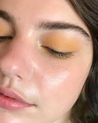 Who else thinks that yellow eyeshadow should be done more often ...