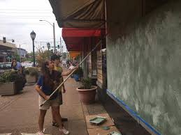 Community comes together to cleanup The Loop | ksdk.com