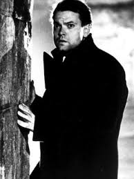 Orson Welles by the side of a wall