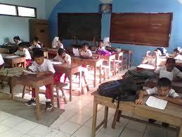 Bahasa jawa ini merupakan bahasa daerah terbesar pertama yang ada di indonesia, yang tentu harus kita lestarikan juga. Kunci Jawaban Buku Bahasa Jawa Kelas 5 Kurikulum 2013 Dunia Sekolah Id