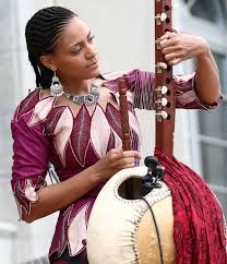 File:Aid for Trade Global Review 2017 – Day 1 Sona Jobarteh tuning kora.jpg  - Wikimedia Commons