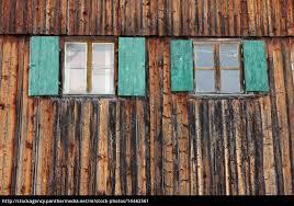 Fenster Mit Fensterläden An Einem Alten Bauernhof Mit Lizenzfreies