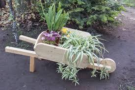 how to build a wheelbarrow planter