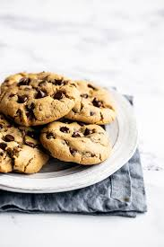 Can someine give me a chocolate chip cookie recipe in spanish using mandatos afirmativos con tu. Peanut Butter Chocolate Chip Cookies Handle The Heat