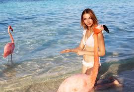"Tinne Oltmans laat gemene vraag na bikinifoto niet onbeantwoord: ""Nee, ik  ben absoluut niét zwanger""   Foto"