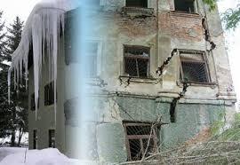 Меры безопасности при угрозе обрушения зданий Администрация  ПОЛНОЕ ИЛИ ЧАСТИЧНОЕ ВНЕЗАПНОЕ ОБРУШЕНИЕ ЗДАНИЯ это чрезвычайная ситуация возникающая по причине ошибок допущенных при проектировании здания