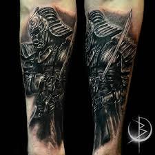 самурай в реализме черно серое тату на руке сделать тату у мастера
