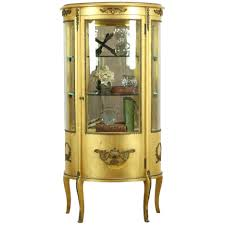 When people think of curio cabinets they generally think of large, big, and beautiful cabinets that seem to reach from floor to ceiling. Gold Leaf Antique French Curved Glass Vitrine Or Curio Cabinet 34347 Harp Gallery Antique Furniture Ruby Lane
