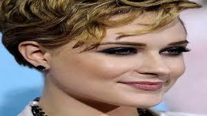 قصير مجعد الشعر للنساء