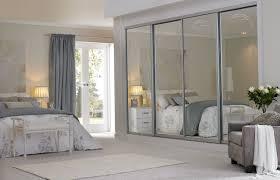 mirrored sliding closet doors bedroom