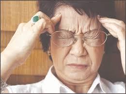 Nhức đầu chóng mặt ở người già có thể là biểu hiện bệnh lý nguy hiểm