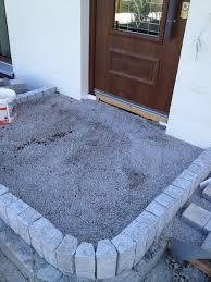 Unser hauseingang liegt 35 cm ueber dem boden. Gepflasterter Hauseingang Stufe Aus Granitpalisaden Granit Palisaden Hauseingang Treppen Terrassen Treppe