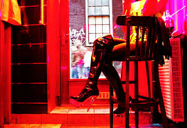 Amsterdam Red Light District Photo How To Watch Red Light District Window Displays In Amsterdam