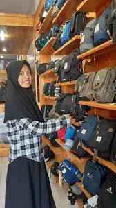 Eiger merupakan produk asli indonesia yang berkualitas dengan 3 kategori produk utama yang didesain khusus untuk. Toko Eiger Di Jalan Suprapto Menjual Perlengkapan Outdoor Kualitas Terbaik Bengkulu Ekspress Bisnis