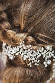 ジュエリーとアクセサリーの髪型を結婚式の花嫁の髪にヘアピン の写真