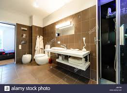 Modernes Badezimmer Luxus Interieur Stockfoto Bild 144581674 Alamy