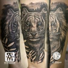 тату фото тигра на руке