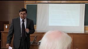 Защита докторской диссертации в МГУ им М В Ломоносова  Д Н Азаров делает доклад