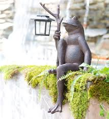 main image for sitting frog garden statue with solar lantern