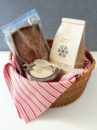 how to make a breakfast gift basket