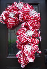 Candy Cane Themed Decorations 60 Fun Candy Cane Christmas Décor Ideas For Your Home DigsDigs 5