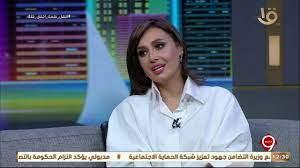 التاسعة | حلا شيحة تدافع عن خلعها للحجاب..الدين ليس شكل بل جوهر ومعاملات -  YouTube