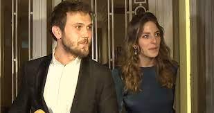 Bir düğüne katılan oyuncu Bige Önal, rüzgarın esmesiyle frikik verdi -  Haberler