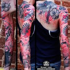 женская тату на руке и спине в стиле треш полька фото татуировок