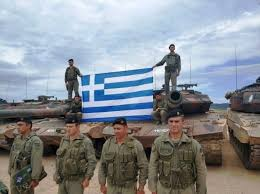 Δύο φωτογραφίες-χιλιάδες λέξεις για το υψηλότατο ηθικό των Ελλήνων  στρατιωτών - Επικαιρότητα