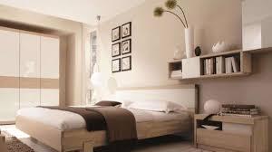 Der schrank steht zwischen sesseln. Bitte Abstand Halten Einrichtungstipps Furs Schlafzimmer Wohnen