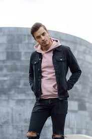 richard is wearing a denim on denim look combined with a pink hoo this color is something we had in a previous blogpost and we absolutely love it