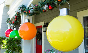 Giant Christmas Ornaments. diy christmas outdoor decorations