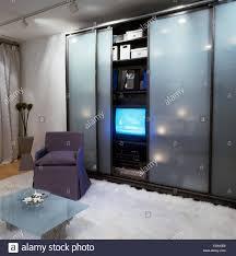 Milchglas Schiebetüren Schrank Mit Fernseher Im Schlafzimmer Stadt