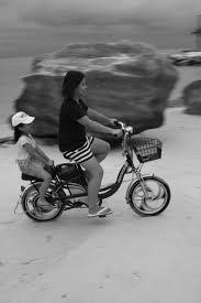 無料画像 ビーチ 黒と白 夏 若い 車両 オートバイ 子