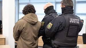Unser rechtsstaat muss sich jeder form von extremistischer gewalt & hass. Todlicher Messerangriff In Dresden Morder Muss Lebenslang Ins Gefangnis Mdr De
