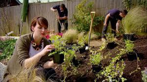Brazilian mom fucks her gardener outdoors