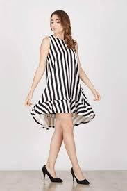 Baju wanita yang satu ini terlihat sangat santai karena terdapat kantong pada bagian kiri dan motifnya abstrak. 10 Model Gaun Pesta Untuk Orang Gemuk Terbaru 2020